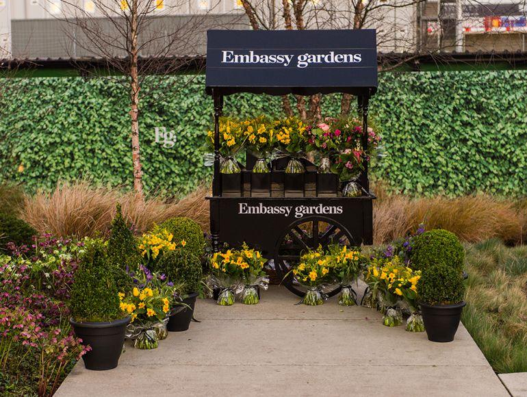 Embassy Gardens celebrates Chelsea Fringe with pop-up bouquet making workshop