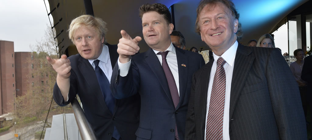 From Left Boris Johnson Mayor Of London And Matthew Barzun The Us Ambassador To The Uk With Sean Mulryan Chairman Of Ballymore Group At Embassy Gardens